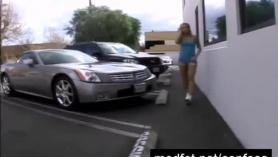 Agentes de casting porno follando a una mujer macizorra follando su coño con una buena corrida
