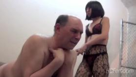 La amante japonesa Toyoung follada en la guarida