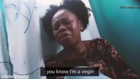 Virgen swastikina consigue vibrador anal puño