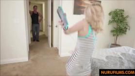 Padre e hija follan a escondidas