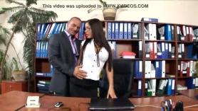 Follando a la secretaria