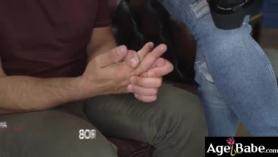 Baddie suplica a su chica favorita que empiece a jugar con los dedos