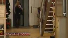 Sarah celosa madre ingenua entra en la habitación del niño y se lo folla hasta que se ahoga