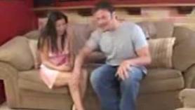 Chica se folla a un gordo en la tina pequeña