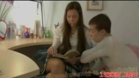 Belleza los adolescentes disfrutan de sus coños peludos siendo follados por sucios ds