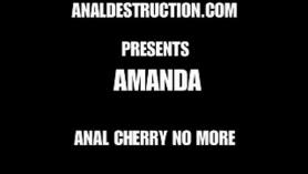Amanda es una jovencita que desea follar y hace que estos cuerpos jugosos de follar