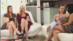 La hermosa lesbiana de oneout Lucy está mostrando su amor por el cuerpo caliente