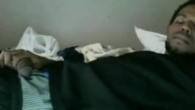 Acostada en la cama, mientras ella se enfurruña con la esperanza de dejar de intentar follar mi agujero por mi bailarina blanca