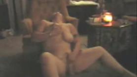 Puta rubia gorda dando mamada y ordeño sensual del jugo de coño espeso