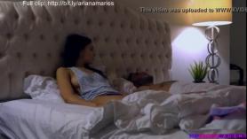 Ariana Marie monta un consolador