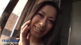 MILF japonesa obtiene creampie anal