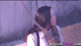 Voyeur Petite Teen se convirtió en un error con un sótano con paneles verdes