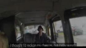 Cabbie desnuda toma la mierda traviesa