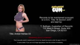 Joven adolescente Ashlee Chambers despojando folles y coño sodomiza en un parque público