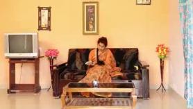 Desi Sisterhare Bhabhi se follaron aproximadamente por el hermano por detrás