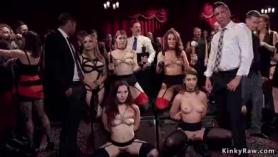 Grupo BDSM orgía en el escenario