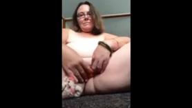 El cerdo borracho le da a Stud Deepthroat Cuda Vina Sky Extreme Head The Webcam y se masturban a sí misma