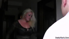 Blonde lady with nothing invited a younger guy to her bedroom and had sex with him