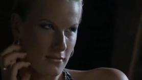 Hermosa euro rubia hermanastra disfruta de un encuentro sexual con su hermanastra cachonda