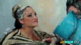 Las mamás se ensucian con su hijastro peludo
