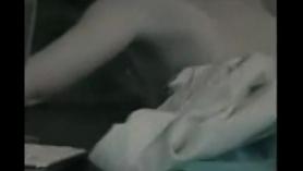 Esposa cachonda es atrapada masturbándose por BF