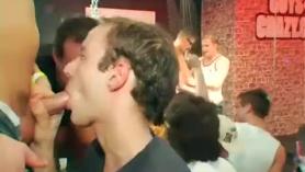 Gayroom gay romántico fortalecimiento apretado follada semental entregar pegajoso Cum después de áspero jorobas se extiende