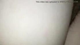 Pareja cercana de chocho mojado en la webcam CEI D&A