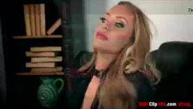 Nicole Aniston se folla a Adrian Rhodes como un puñado