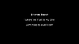 Brianna Bleu en la escena de sexo Dildo juega con su nuevo coño magnífico