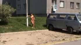 Morena desnuda en gimnasios