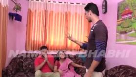 Hot Tamil College Teen en leva Shows Handjob