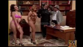 Monica Arquette le da una bomba