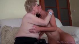 Adorable mujer disfruta de una tremenda masturbación de culo