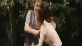 Escena de la muchacha tetona con la muchacha cachonda en la escalera Holed Squirting Pussy Takes