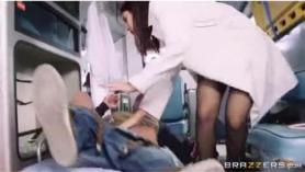 Enfermera morena en zona segura obtiene un golpe de pandillas