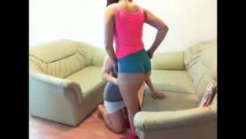 Latina MILF Booty Bounce y sin sujetador gagging Pegging
