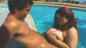 Maduras follando piscina