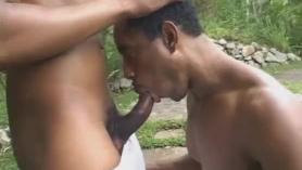 Sexo junto al río sale'a