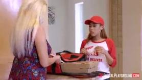 Idoking ... esta chica de pizza quiere polla