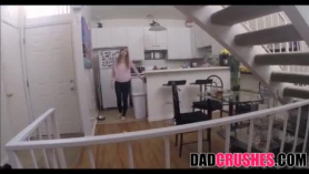 Hija toma folla a sus padres