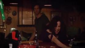 Brunette Bar Shemale Simone Vasquez pussylicked en su culo