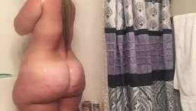 Phat Ass Ebony Bam Sucks Gigantic Cock afuera!