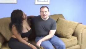 Amigo de ébano que consigue el trío sexo con las grandes caderas grandes tetas grandes