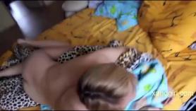 Chica obtiene su coño cremoso