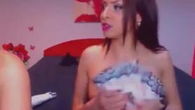 Morena cachonda se engrasó para probar algo de sexo en la cámara