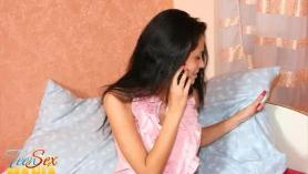 Mi gf sexy obtiene su coño perforado más tarde en el teléfono antes de ir a casa