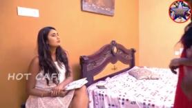 Swathi Naidu mostrando tetas y coño