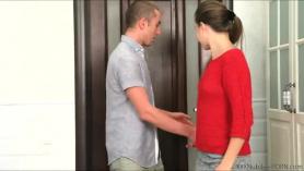 Rubia guapa Eva Angelina con pechos increíbles recibe una sesión de sexo anal