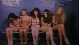Viendo los juegos del día de la prisión totalmente dominado por la estrella porno virgen darin dolce
