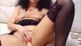 Madura morena sexy Eva Griffiths follada a lo perrito en todas las posiciones y dedos anales en el vientre de Angel Lynn
